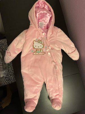 0-3 months hello kitty winter snow suit for newborn for Sale in Fresno, CA