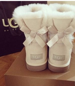 Ugg Bailey Bows II boots for Sale in Corona, CA