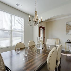 Dinning Room Table with Leaf for Sale in Atlanta, GA