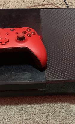 Xbox One With Controller for Sale in Burlington,  NJ