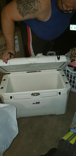 Kill shot heavy duty 70L cooler for Sale in Streamwood, IL