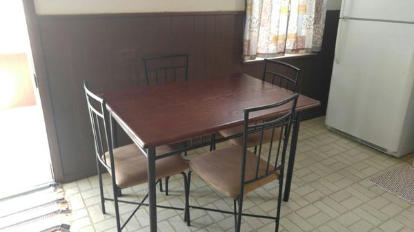 Kitchen set, Complete with four chairs