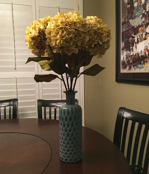 Gorgeous vase with flowers! for Sale in Frisco, TX