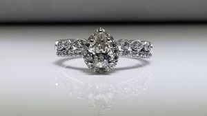 BRAND NEW, UNWORN 3/4 Carat, Pear Cut engagement and wedding band set for Sale for Sale in Downey, CA