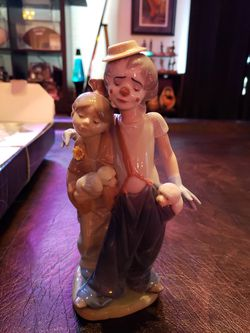 """LLADRO FIGURINE #7686 """"PALS FOREVER"""" - CLOWN YOUNG GIRL WITH DOGS . Condition is New in Original Box. for Sale in Kent,  WA"""