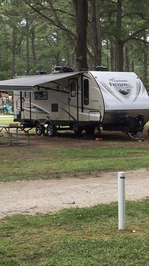 2016 coachman freedom express 254DSX camper. 29' with a queen fold out bed in back for 35' of living space. Super slide. Looks brand new for Sale in Virginia Beach, VA