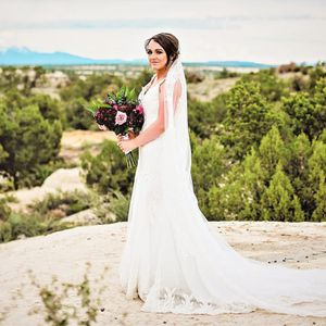 Wedding dress with a train and bussel size 8/10 for Sale in Phoenix, AZ