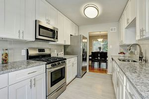White Shaker kitchen cabinets for Sale in San Antonio, TX