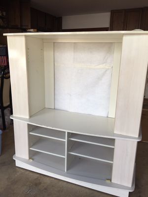 White Lacquer Veneer Entertainment Center with storage for CDs/DVDs on both sides, and glass covered shelves for DVD players and stereo units. for Sale in Honolulu, HI