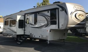 2018 Columbus 5th wheel travel trailer with bunkhouse for Sale in Castaic, CA