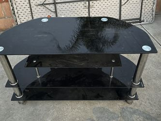 Asking 25 $ Glass Stand / Table for Sale in Fontana,  CA