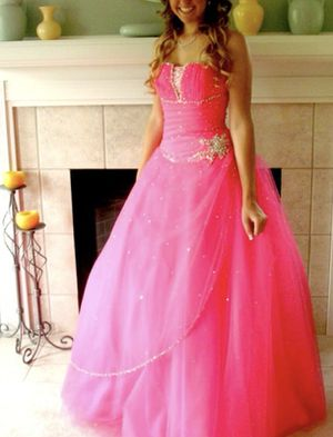 Bright pink ball gown / Formal Dress for Sale in Interlochen, MI