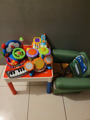 BABY TABLE WITH TOYS AND BABY SOFA for Sale in Miami, FL