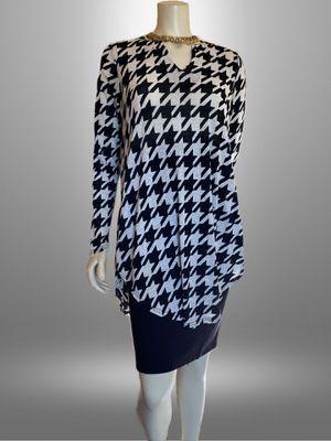 Gutu XL Black White Print Womens Tunic Top for Sale in Riverside, CA