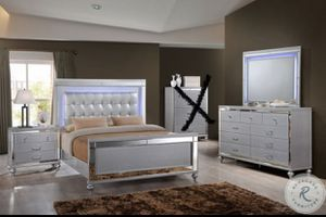 LED bedroom set (white) for Sale in Portland, OR