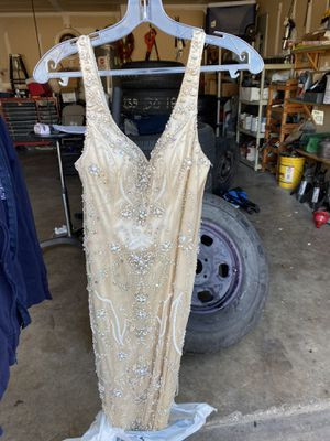 Size 4 prom dress for Sale in Arlington, TX