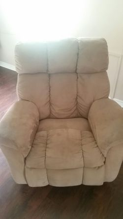 Recliner 50 and Serta queen size bed icomfort 200 for Sale in Abilene,  TX