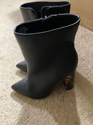 BEAUTIFUL EXPRESS LEATHER BOOTS SIZE 6 for Sale in Red Lion, PA