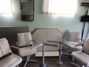 Formica top kitchen table and 4 chairs for Sale in Aurora, IL