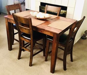 High Top Table And Four Chairs for Sale in Las Vegas,  NV