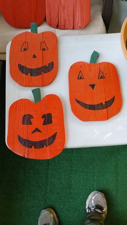 Pallet wood jack-o-lanterns for Sale in Prattville,  AL