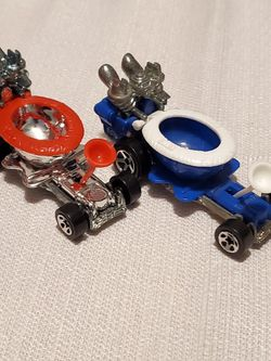1997 <pair Of 2 Different > Hotwheels DIECAST models ~Hot-seat~ for Sale in Everett,  WA