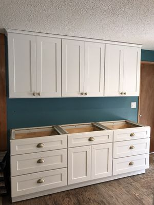 White shaker kitchen and vanity cabinets for Sale in Tacoma, WA
