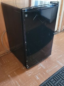 GE mini Fridge $25 local Delivery for Sale in Beaverton,  OR