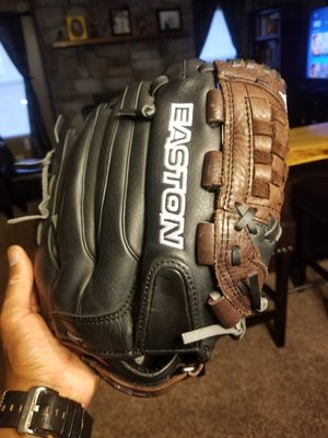 Easton Baseball Glove for Sale in Novi, MI