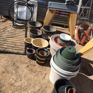 Ceramic and plastic flower pots for Sale in Maricopa, AZ