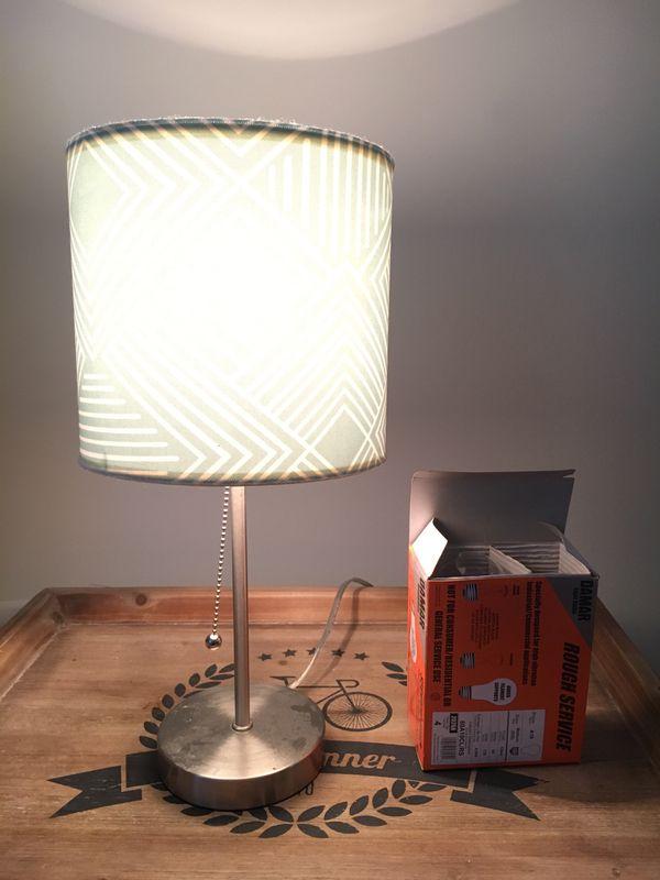 Lamp ( 3 extra light bulbs included)