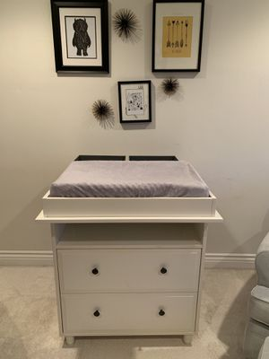 Changing Table / Dresser for Sale in Huntington Beach, CA