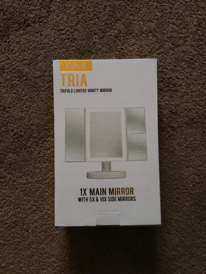 Trifold with Lighted Vanity Mirror for Sale in St. Louis, MO