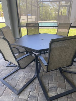 Patio table with chair for Sale in Haines City, FL