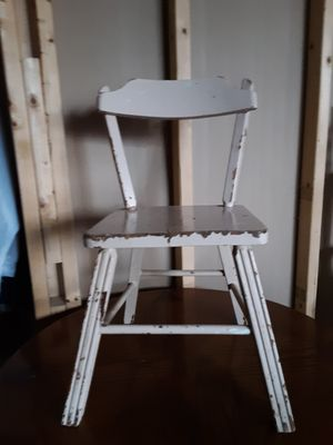 ANTIQUE CHILD'S CHAIR for Sale in Dayton, OH