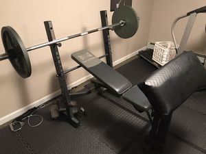 Everlast incline- Flat Bench with preacher curl for Sale in Stony Brook, NY