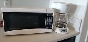 Microwave and coffee maker for Sale in Menifee, CA