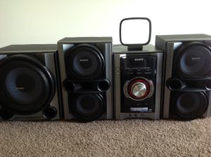 Sony MHC-EC98pi Hi-FI stereo system 530 watts RMS Silver for Sale in Vista, CA