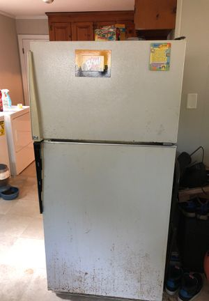 Fridge must go.....for strap free no charge for Sale in Richmond, VA