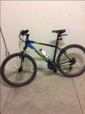 BRAND NEW GIANT REVEL 26' ROAD-BIKE for Sale in Hughson, CA