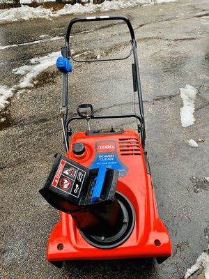 Toro snowblower 4 cycle it works very good no mixing pull or electric start for Sale in Westmont, IL