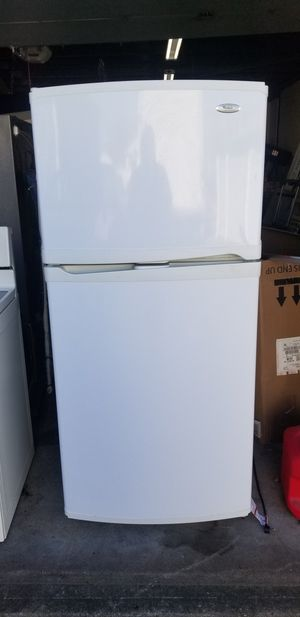 Whirlpool white top mount refrigerator for Sale in Pawtucket, RI