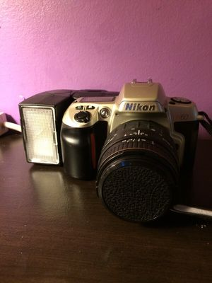 Nikon camera and Quantaray light for Sale in Rockville, MD