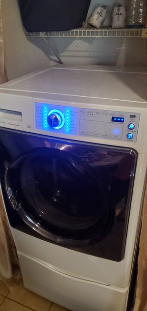 Kenmore washer with pedestal working condition just making a noise when spinning for Sale in Katy, TX