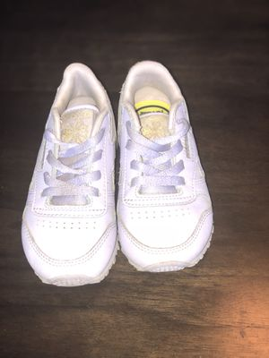 Little girls Reebok classic for Sale in Pasadena, MD