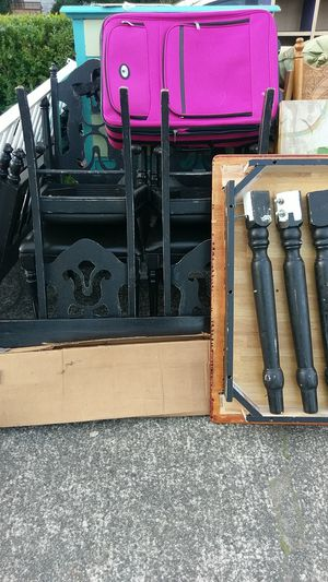 Kitchen table and chairs for Sale in Monroe, WA
