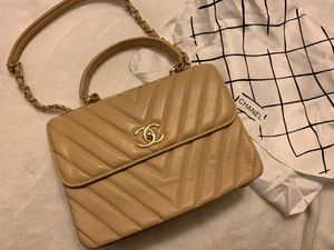 Chanel leather bag for Sale in Altamonte Springs, FL