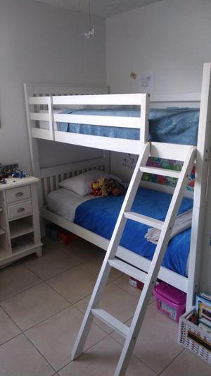 $275 // Bunk Bed // 2 Singles // Mattresses included for Sale in Miami, FL