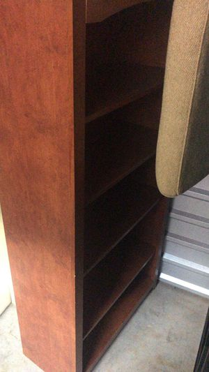5-Shelf Bookcase in wood for Sale in Orlando, FL