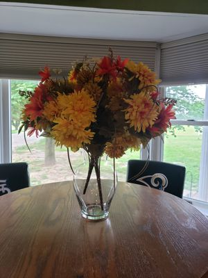 Vase and flowers for Sale in Millstadt, IL